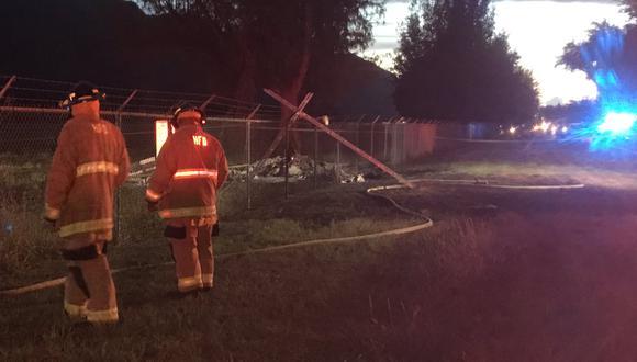 """""""Cuando llegamos, vimos el avión totalmente envuelto en llamas"""", explicó el jefe de los bomberos de Honolulu. (Foto: Twitter/@TJHorganTV)"""