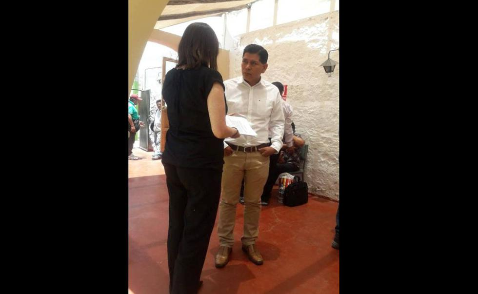 Empresarios hunden a integrantes de Los Correcaminos del Sur. (Foto Miguel Idme)