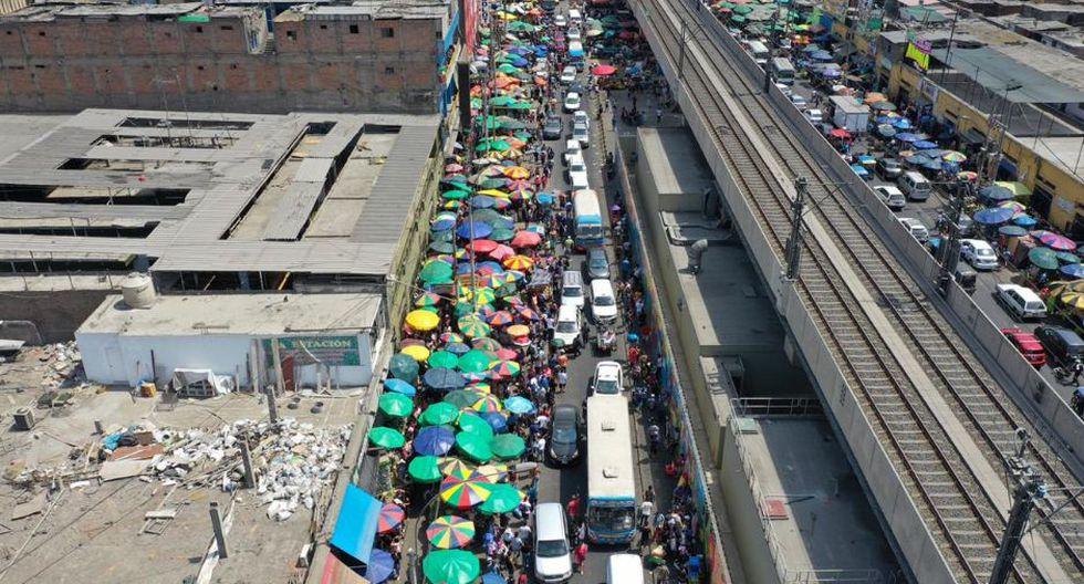 Las avenidas Aviación, México, Grau, la calle Parinacochas, entre otros puntos de los alrededores del Damero de Gamarra, fueron ocupados por los comerciantes informales(Foto: Daniel Apuy/ GEC)