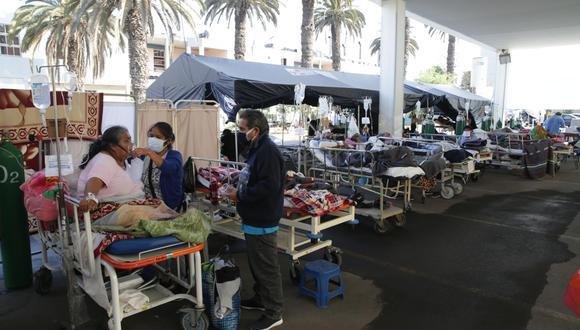 Algunos hospitales han colapsado debido a que no cuentan con más ambientes para atender a pacientes con COVID-19. (GEC)