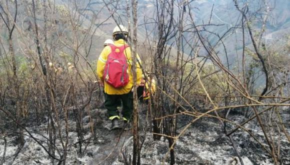 Unos 87 agentes especializados en incendios forestales trabajaron desde esta madrugada para mitigar la expansión del fuego. (Indeci)