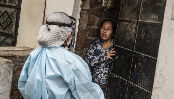 Ciudadanos del distrito de Santa Anita, listos para realizarse un chequeo de salud por la pandemia (Foto: Ernesto Benavides / AFP)