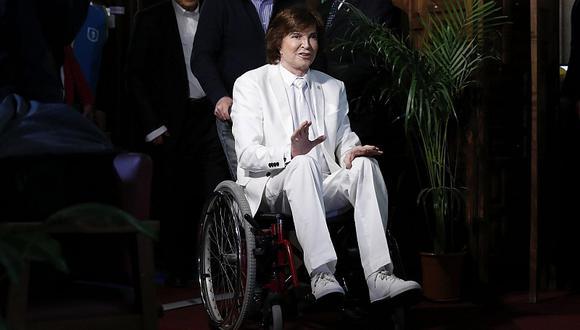 Camilo Sesto reapareció en silla de ruedas para presentar su nuevo tema. (EFE)