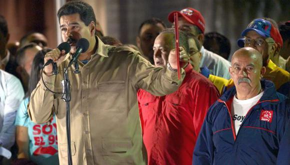 Maduro dijo que el miércoles promulgará normas para fijar márgenes de ganancia a cadenas productivas. (AFP)