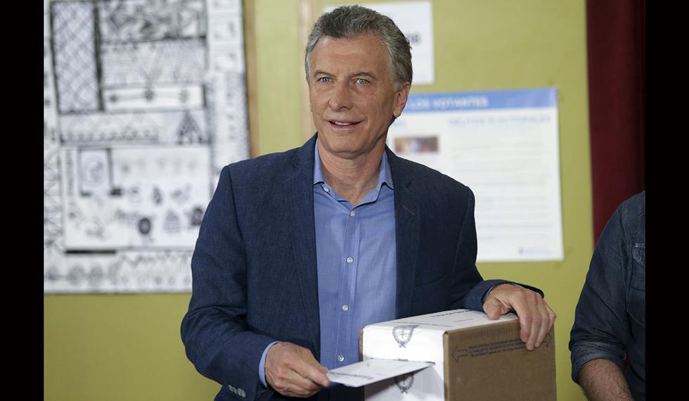 El presidente Mauricio Macri ejerce su voto en Buenos Aires. (Foto: AP)