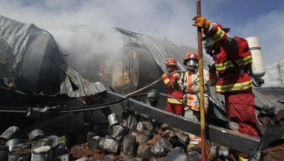Se destruyeron vehículos y material de construcción. (Andina)