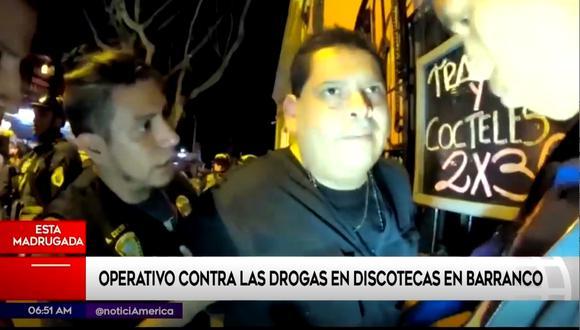 Esta madrugada la policía realizó una intervención a discotecas en el distrito de Barranco. (Foto captura: América Noticias)