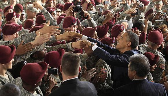 Obama es ovacionado por los soldados estadounidenses luego de anunciar fin de campaña. (Reuters)