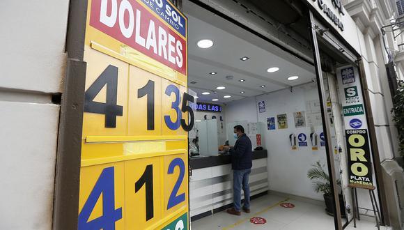 El dólar sigue por encima de los S/ 4. (Foto: GEC)