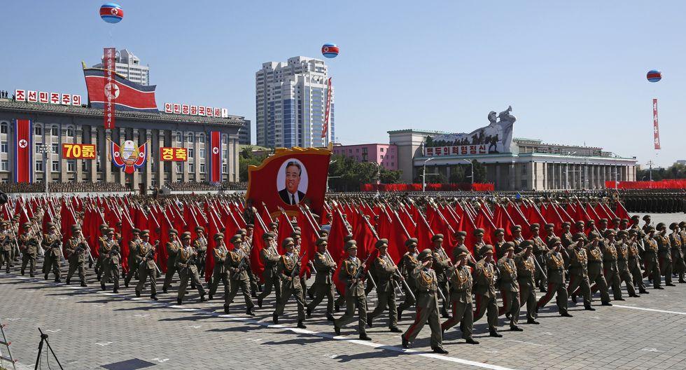 Aunque Corea del Norte realiza desfiles militares casi todos los años, y justo realizó uno en febrero pasado, el despliegue de hoy ocurrió en un momento particularmente delicado. (Foto: AP)