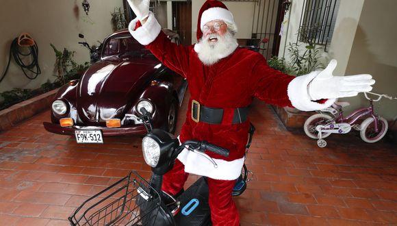 """""""Voy a los hospitales, a pueblos jóvenes. Ser Papá Noel es ayudar. Me agrada ver las caritas de alegría de los niños, lo ven a uno como algo celestial"""", declara Sergio Cárdenas (César Campos/Perú21)."""