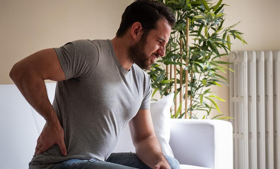 Cada vez más personas presentan dolencias de espalda por el teletrabajo. (Fotoç: Getty)