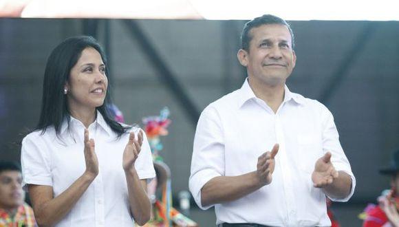 Ollanta Humala se aleja de la población al igual que su esposa. (Luis Gonzales)