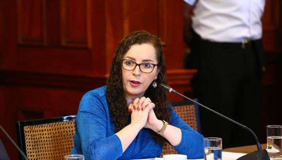La congresista Rosa Bartra criticó que se cuestione a todo el que ha conversado con César Hinostroza. (Foto: Congreso)