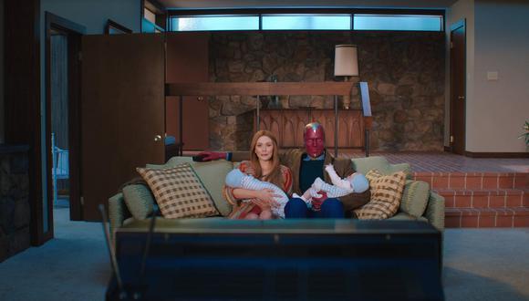Wanda (Elizabeth Olsen) y Vision  (Paul Bettany) tratan de vivir su romance en los suburbios de los Estados Unidos (Foto: Marvel Studios)
