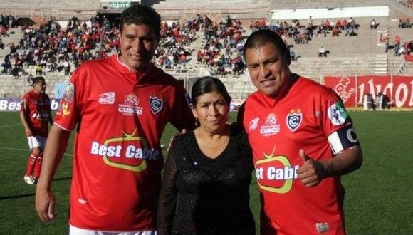 Buenos tiempos de Cienciano. Exjugadores quieren volver a vestir la camiseta para regresarlo a Primera División. (USI)