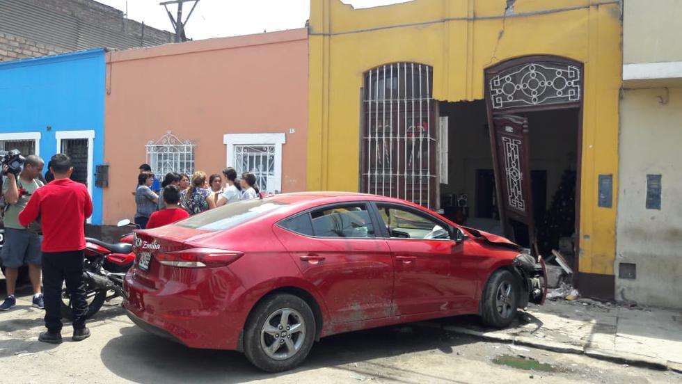 Automóvil chocó contra fachada de vivienda. (Joseph Ángeles/GEC)