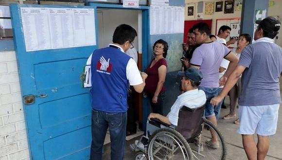 Algunas personas con discapacidad tuvieron problemas para acceder a los  ambientes de votación. (Defensoría del Pueblo)