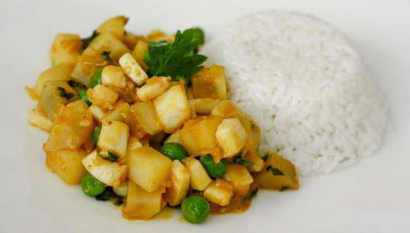 Un plato de cau cau de pota, con arroz y papa, es una gran alternativa para un almuerzo nutritivo. (Foto: A comer pescado)