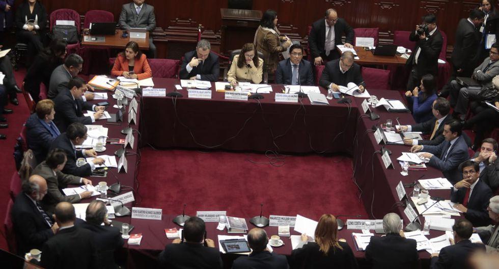 Premier y ministro de Justicia asisten a la sesión de Constitución para abordar reforma. (GEC)