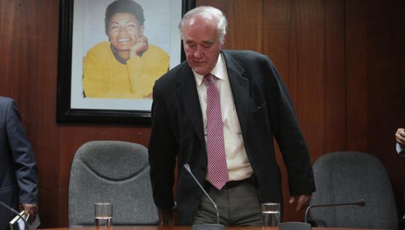 No lo quieren. Comisión que investigará al montesinista Óscar López Meneses en capilla por culpa de su presidente García Belaunde. (Martín Pauca)