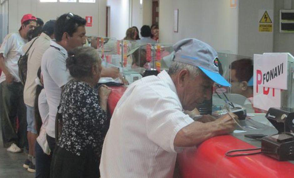Más de 19 mil personas cobraron sus aportes en el Banco de la Nación. (Perú21)