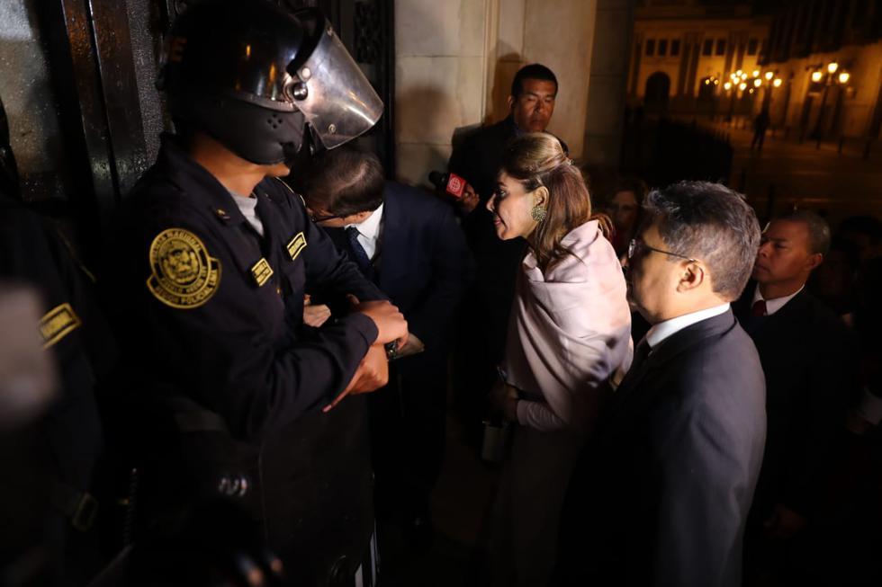 Notificación de suspensión a Martín Vizcarra no fue recibida por intentar entregarse fuera del horario de atención. (Giancarlo Ávila/GEC)