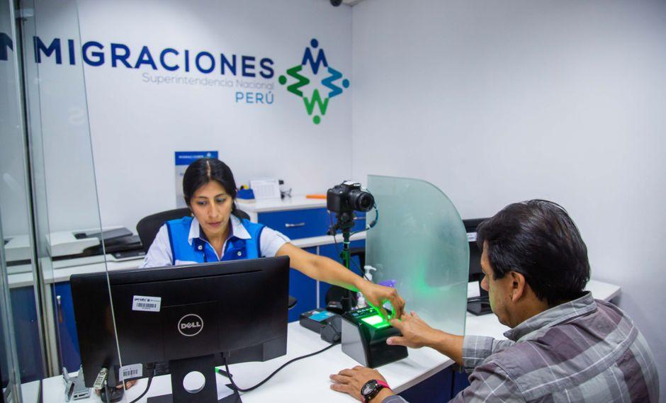 Migraciones recomienda a las personas que tengan que viajar al extranjero por esas fechas que tramiten el pasaporte con anticipación.