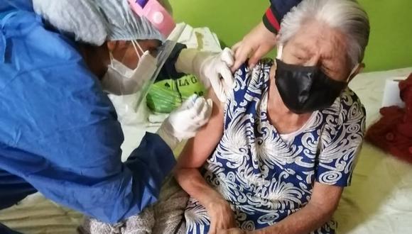 Lambayeque: vacunan a adultos mayores contra la influenza y neumococo en Santa Rosa. (Difusión)