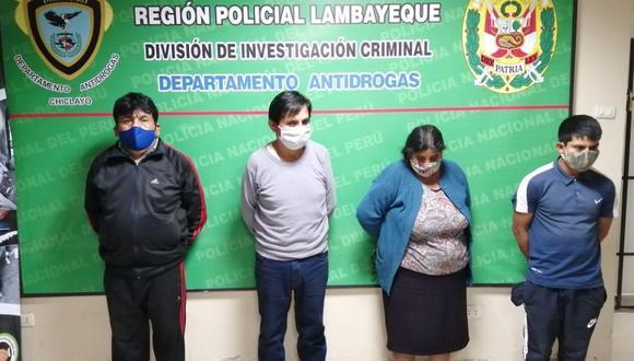 Chiclayo: Agentes de la Policía Antidrogas detuvieron a tres hombres y una mujer, miembros de una  familia, a quienes se les incautó gran cantidad de estupefacientes. (Foto PNP)