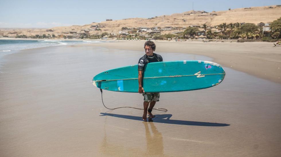 Surf, kayak, windsurfing y pesca son los deportes que podrás realizar en la playa Los Órganos, en Piura. (Foto: PromPerú)