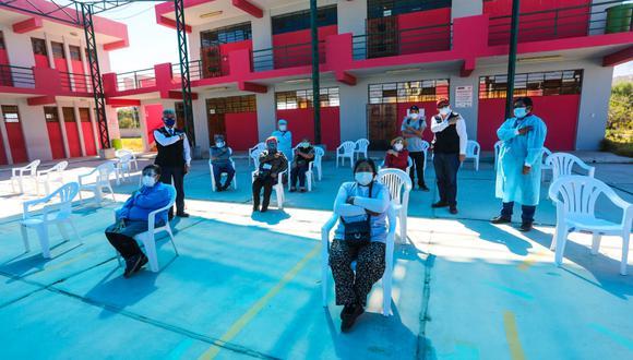 El Ejecutivo envió a Arequipa 21,760 dosis de vacuna, 5,000 mascarillas y 200 concentradores de oxígeno.