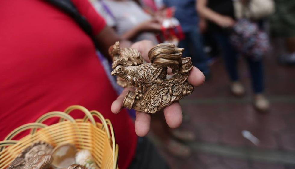 Así se recibió el año del gallo en el Barrio Chino del Centro de Lima. (Anthony Niño de Guzmán/Perú21)