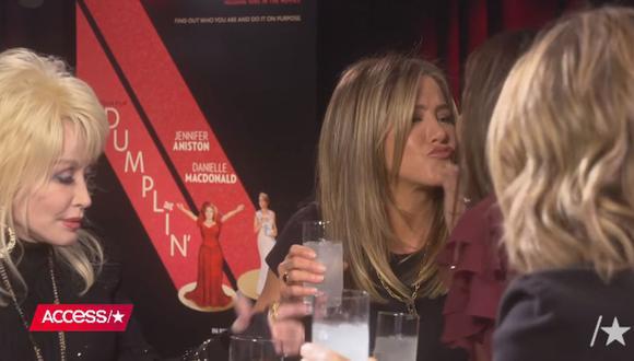La actriz protagonizó un amistoso beso junto a Sandra Bullock. (Foto: Captura de YouTube)