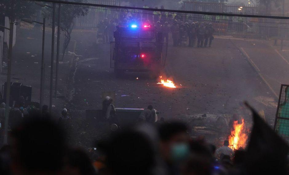 """La represión no cesó durante la madrugada, añadió la fuente tras indicar que este sábado se prepara una """"marcha de mujeres"""". (Foto: EFE)"""