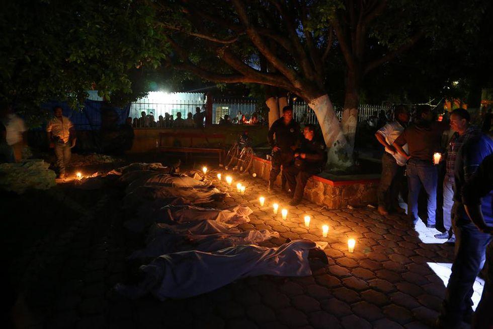 Velan a algunas de las victimas en Atzala, Puebla, (AFP)