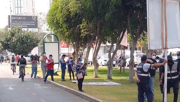 Decenas de paneles y banderolas de propaganda electoral que estaban colocados cerca a locales de votación han sido retirados en un operativo por la Fiscalía. (Foto: Ministerio Público)
