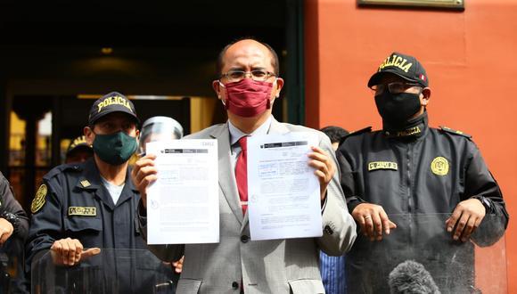 Procurador Luis Huerta presentó la demanda en contra de vacancia presidencial el lunes 14. (Foto: Fernando Sangama)