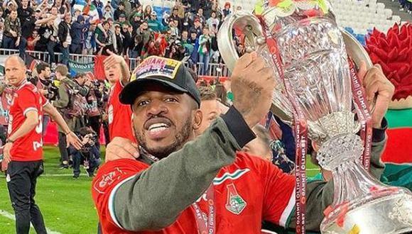 Jefferson Farfán alcanzó su tercer título con camiseta de Lokmotiv. (Foto: jefferson_farfan_oficial)