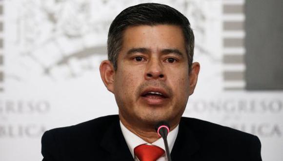 Presidente del Congreso defiende facultad de los grupos políticos para presentar una moción de censura.