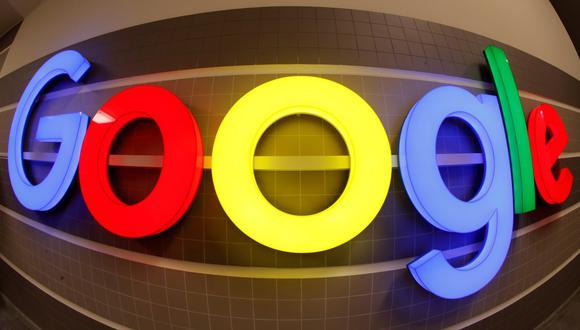 Se ve un logotipo de Google iluminado dentro de un edificio de oficinas en Zúrich, Suiza, el 5 de diciembre de 2018. (REUTERS/Arnd Wiegmann).