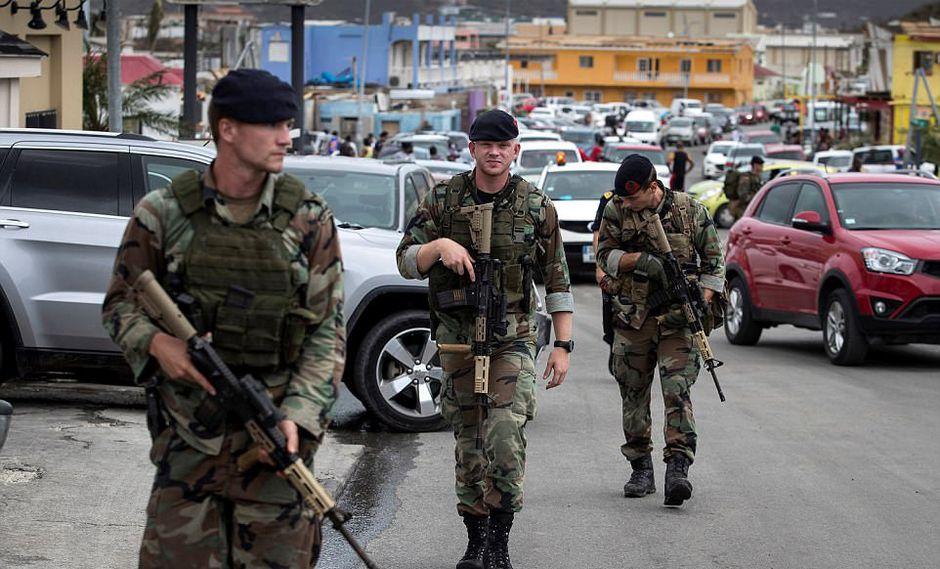 Soldados holandeses se encuentran en la isla San Martín. (Reuters)