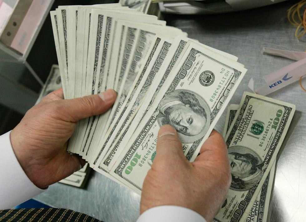 En el mercado informal, el dólar se cotizaba a 37.05 pesos argentinos. (Foto: Reuters)