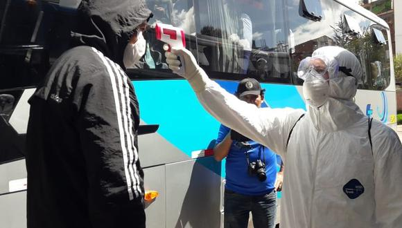 Turistas pasaron por un control sanitario. (Texto y foto: Juan Sequeiros)
