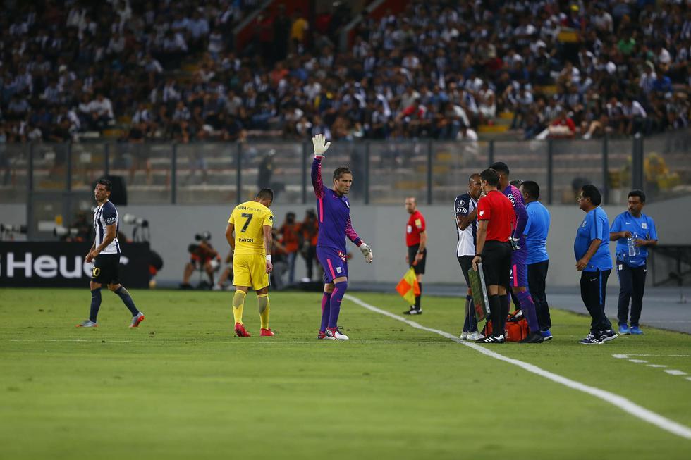 Leao Butrón salió a los 24 minutos del juego contra Boca. (Geraldo Caso / Perú21)