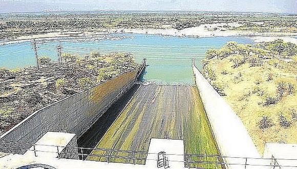 En el Reservorio de Poechos se está liberando cientos de millones de metros cúbicos de agua al mar para evitar su llenado prematuro, señala el columnista.