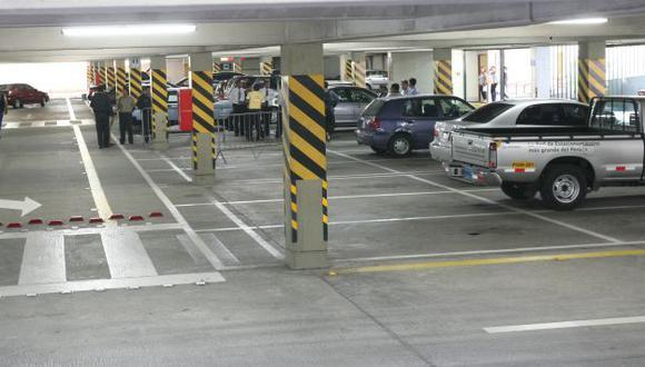 El distrito padece de un déficit de estacionamientos. (USI)