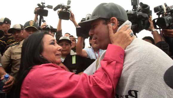 Orjeda fue recibido por la ministra de la Mujer, Aída García Naranjo, a su llegada a Ventanilla. (Andina)