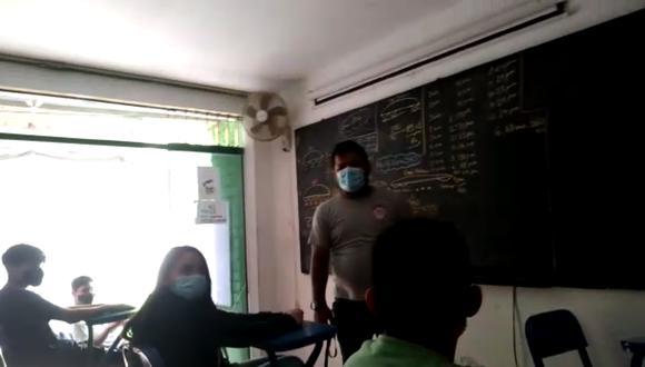 El profesor se quedó sorprendido ante la presencia policial.