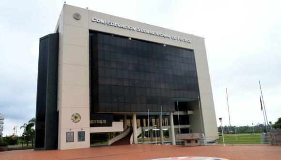 El futuro de la Copa Libertadores y la Copa Sudamericana será puesto en discusión este miércoles por Conmebol. (Foto: EFE)